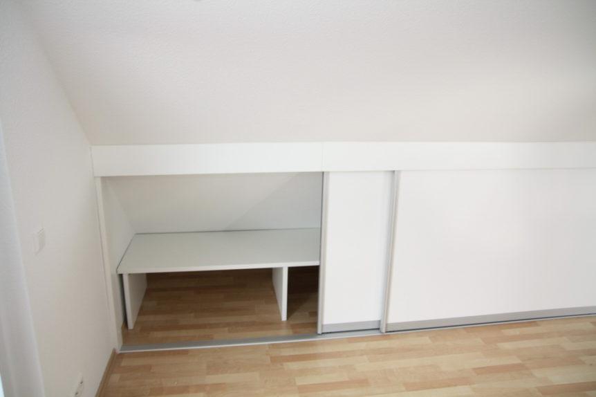 Einbauschränke in Elterschlafzimmer mit viel Stauraum auf wenig Fläche